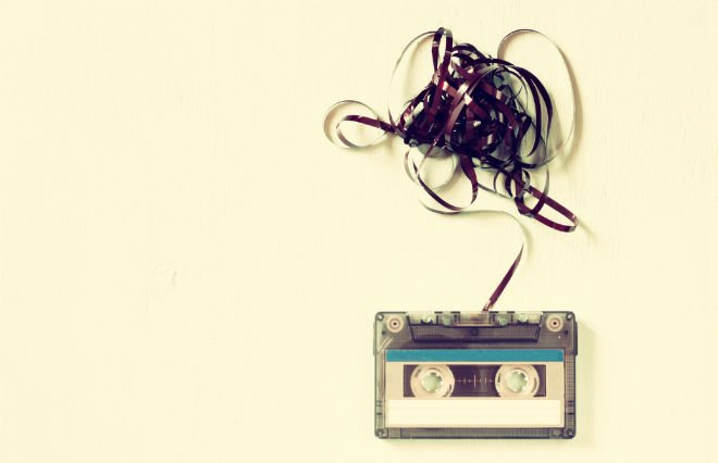 #70702059 Cassette tape over wooden table with tangled ribbon. top view. © tomer turjeman - Fotolia.com