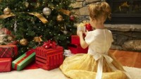 Child at Christmas Tree (Zur Quelle)