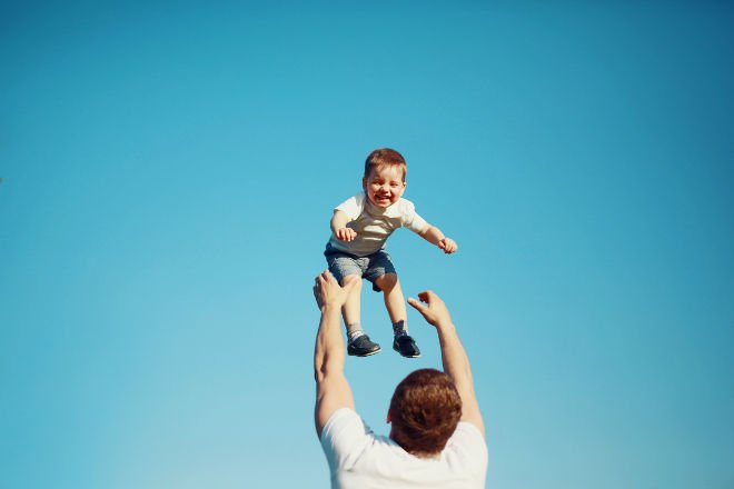 #66428155 Happy joyful child, father fun throws up son in the air © guas - Fotolia.com